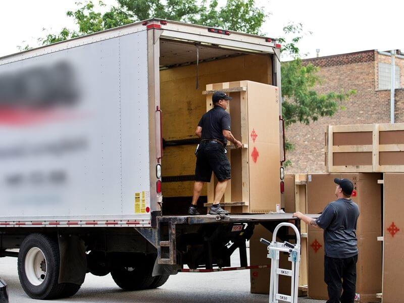 Conoce cómo recibir las entregas de muebles de manera segura