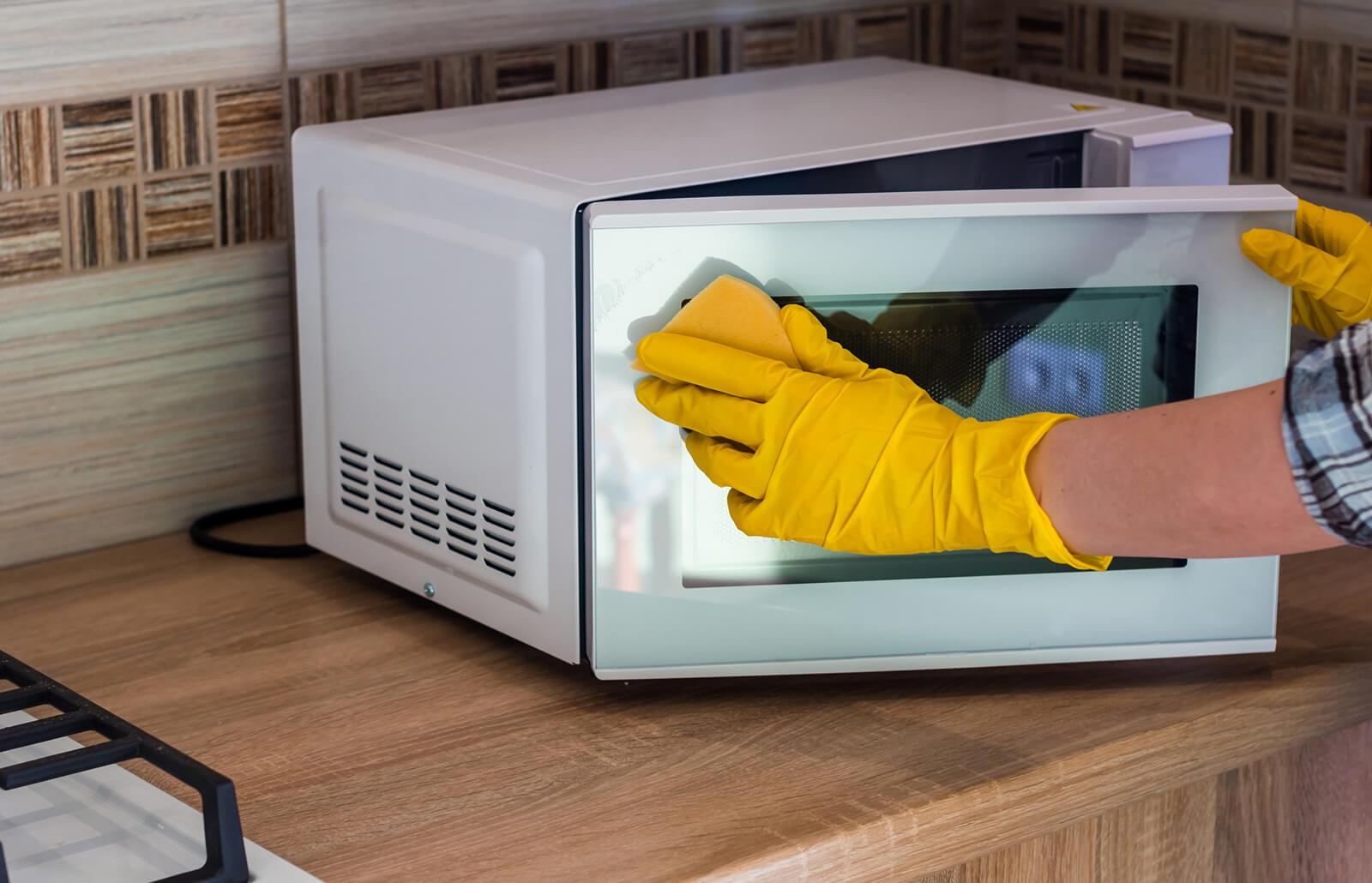 Descubre tres consejos infalibles para la adecuada limpieza de microondas