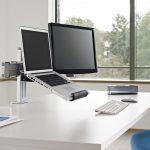 laptop con monitor adicional con respaldo