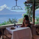 Comensal en Restaurant en Lago de Atitlán Guatemala